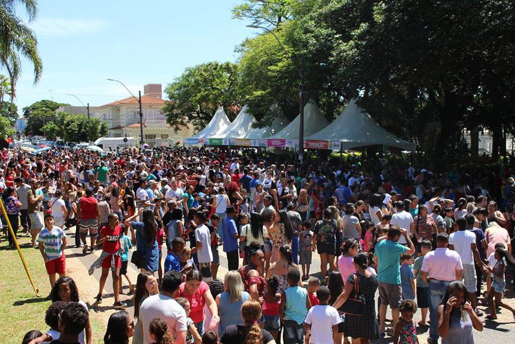Festa das Crianças reúne mais de 3 mil pessoas na Praça Central