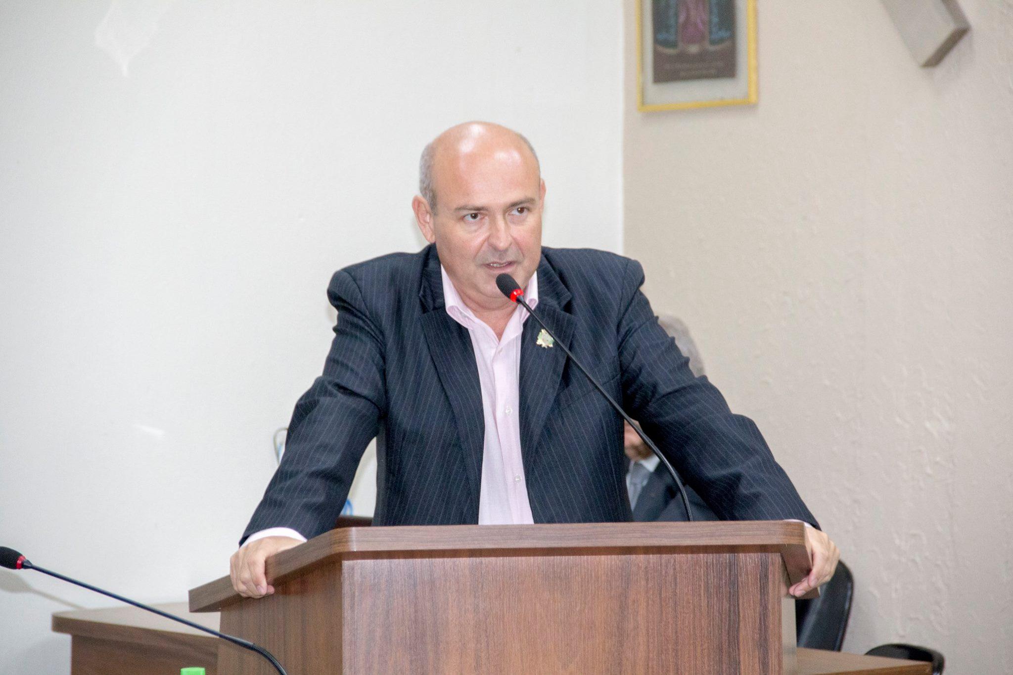 """""""Muito mato e entulho… Precisamos do Fiscal de Posturas o mais rápido possível"""", cobra o vereador Alexandre Fontolan"""