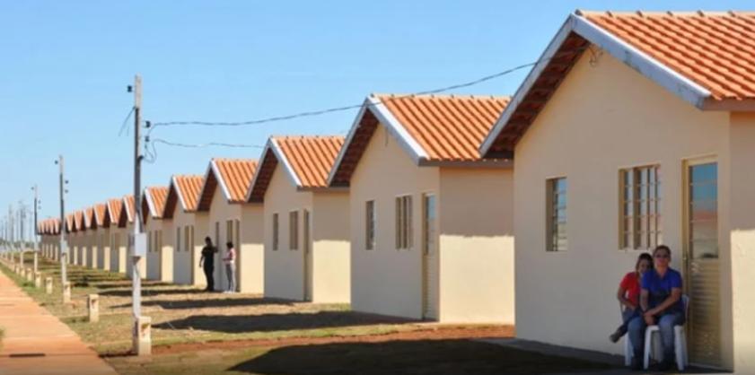 Empresário constrói casas por conta própria, e doa a famílias que precisam