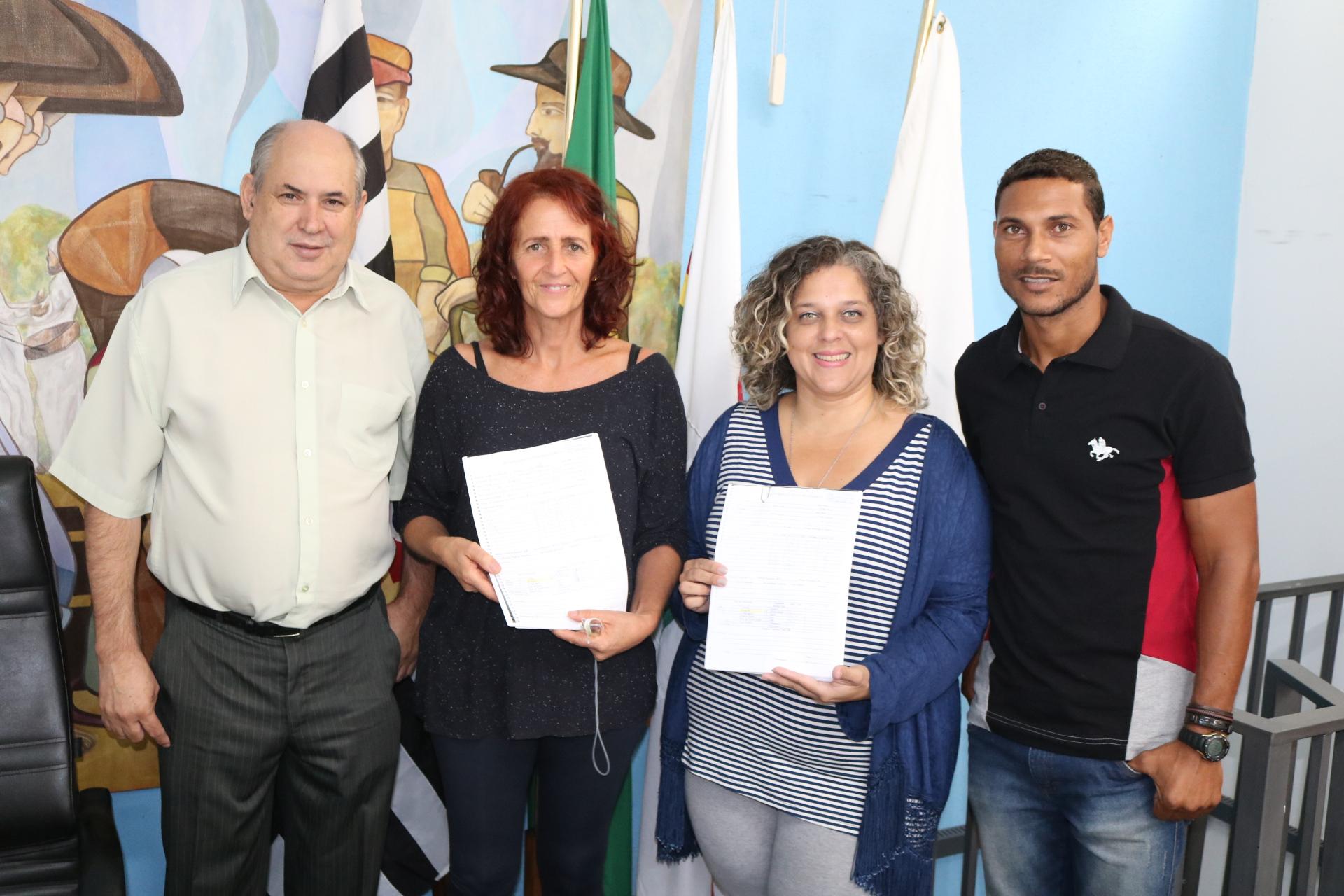 Assistentes sociais da CDHU visitam moradores das áreas de risco em Rafard