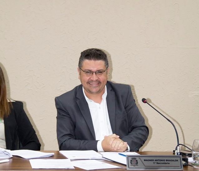 """Vereador Wagner Bragalda lamenta ausência de um Fiscal de Posturas: """"Falta punir no bolso, educar, senão a cidade continua do jeito que está: feia e suja!"""""""