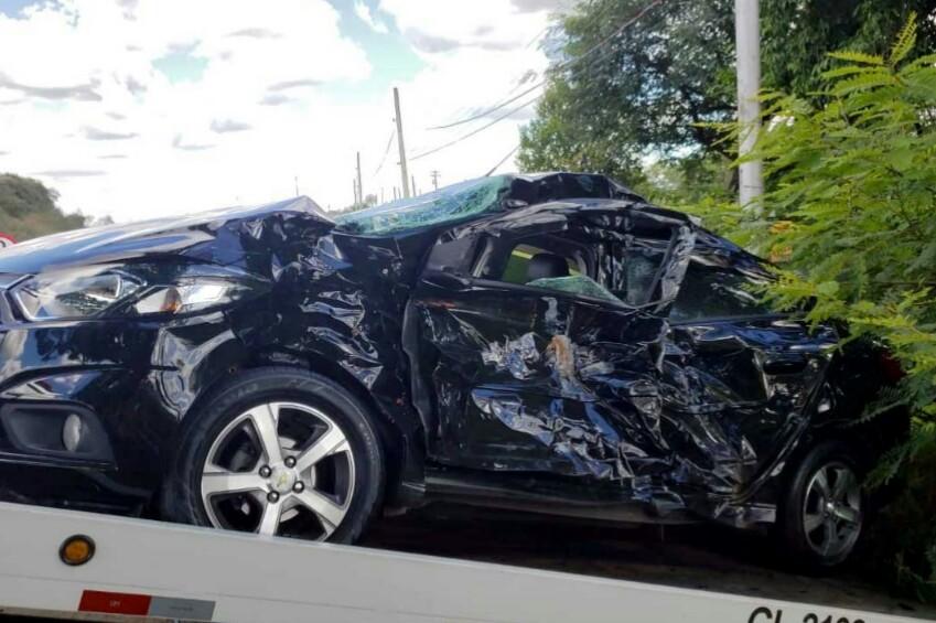 Mulher não resiste e morre após se envolver em acidente na SP-101