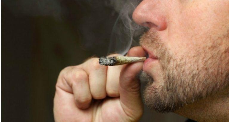 Prefeitura quer multar em R$500 quem fumar maconha e crack nas ruas