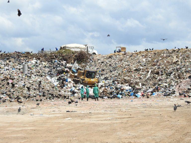 Brasil é o 4º maior produtor de lixo plástico do mundo e recicla apenas 1%