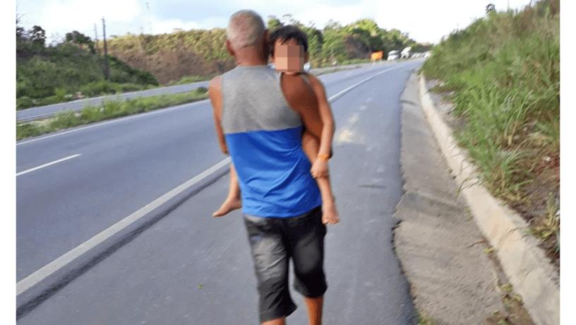 Motorista de Uber expulsa família do carro após criança autista ter crise durante o trajeto