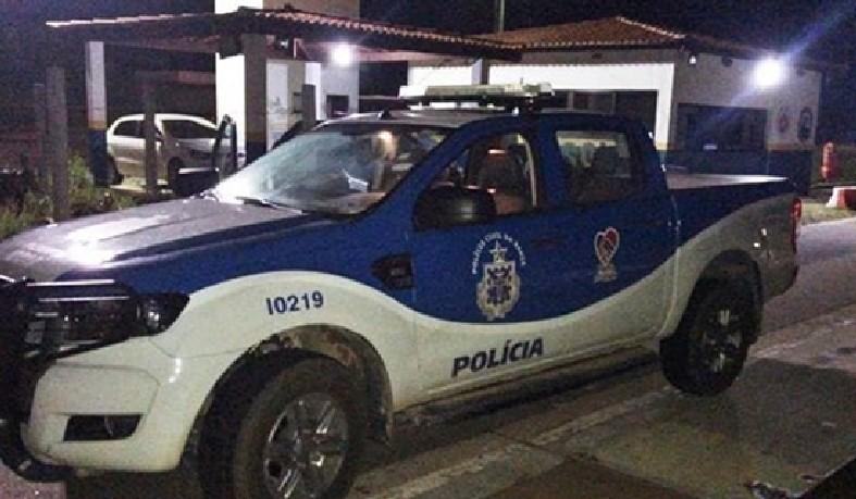 Homem foge de delegacia e viaja para Salvador com viatura furtada