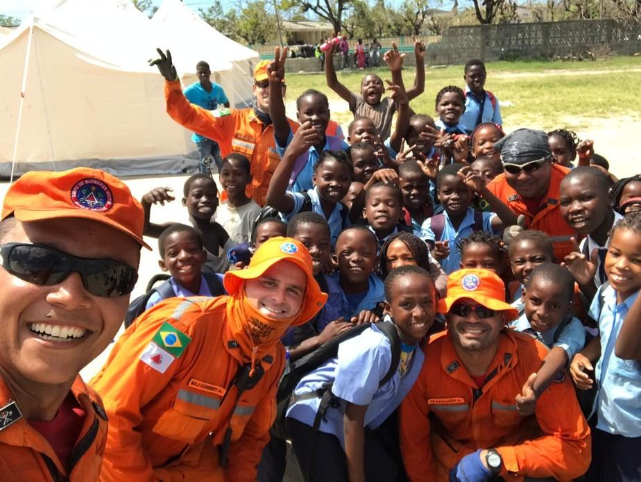 Bombeiros de Minas liberam estradas e montam tendas para atingidos por ciclone em Moçambique