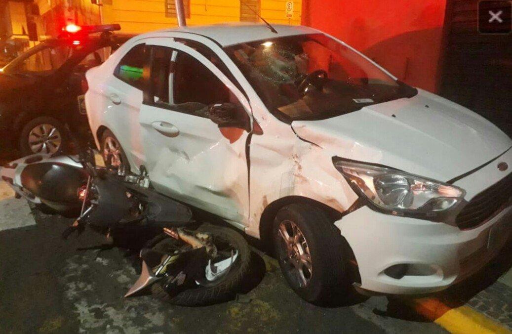 Acidente envolvendo moto e carro deixa pai e filho feridos em Capivari