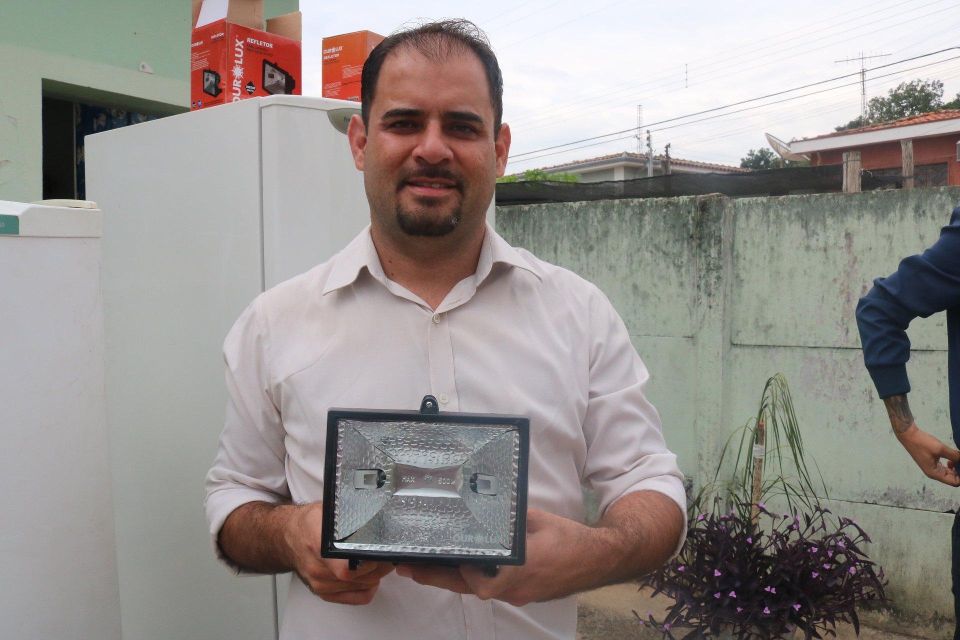Vereador Fábio Santos consegue doação de geladeiras para Rafard