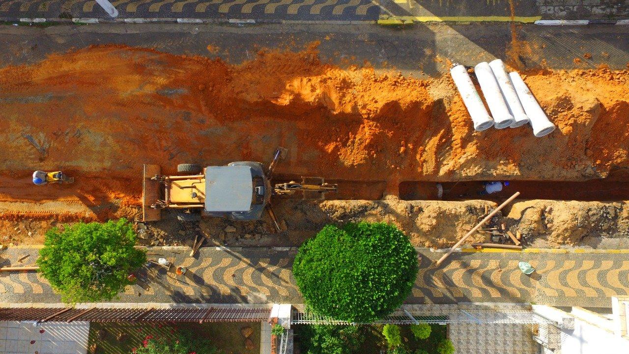 Coletor de esgoto está sendo implantado na região Central