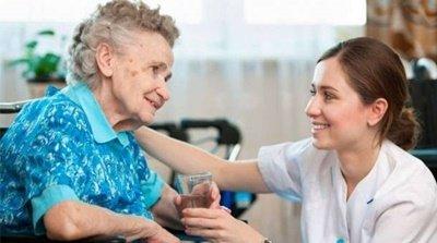Plenário regulamenta a profissão de cuidador de idoso