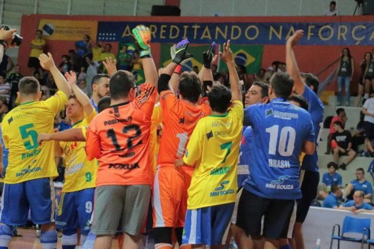 Brasil goleia a Argentina na estreia e repete a dose contra o Chile; equipe é patrocinada pela MM Souza