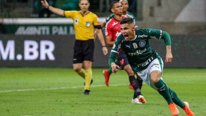 Palmeiras vence Athletico com gol de Raphael Veiga e segue na liderança