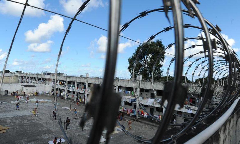 Depen suspende visitas de familiares e advogados em prisões federais